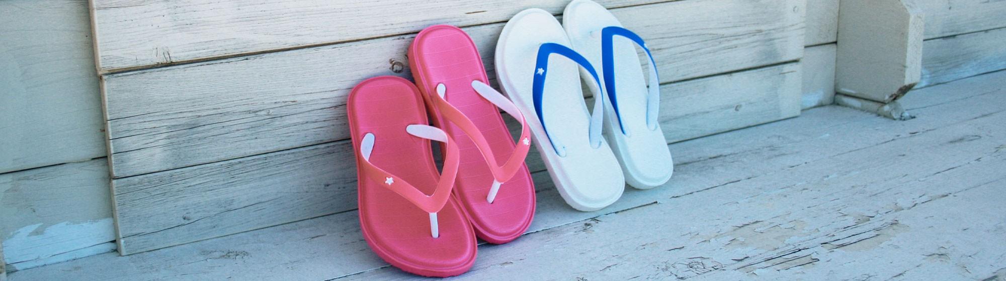 Sandales plastique et plage