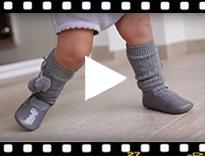 Video from Chaussons babies en cuir verni avec fermeture à boucle
