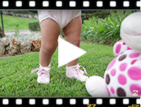 Video from Bottines Bébé en cuir verni avec ruban