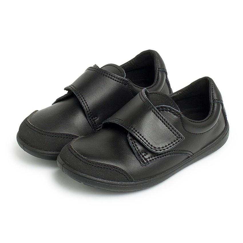 Chaussure d'écolier lavable avec embout renforcé